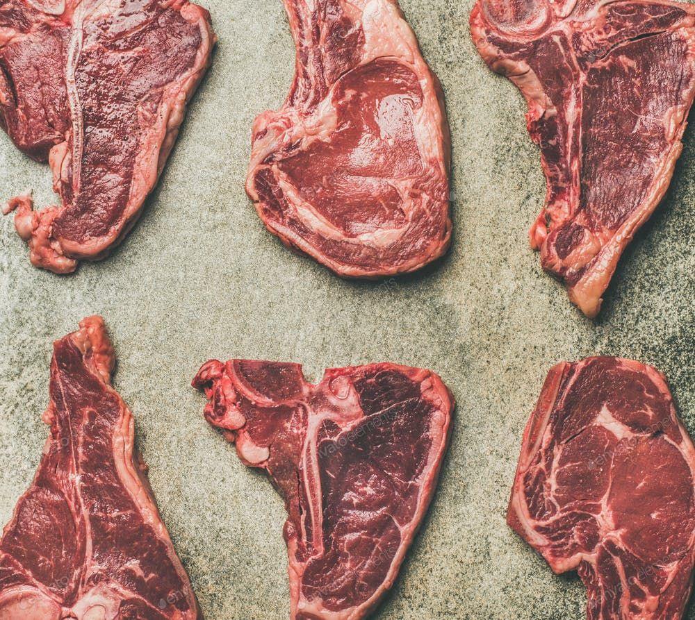 Thịt bò là món ăn ưa thích của các bé Samoyed.